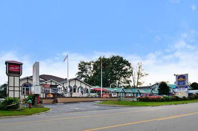 HOTEL FOR SALE IN GANANOQUE (THE 1000 ISLAND)