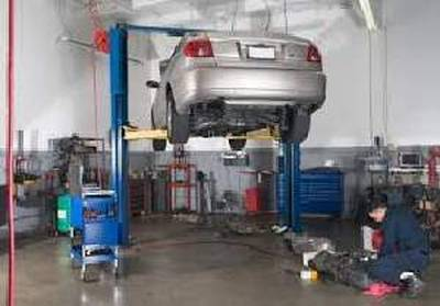 (OK-0087)A136270 - REDUCED PRICE- Tires and Mechanic Shop - north of Laval