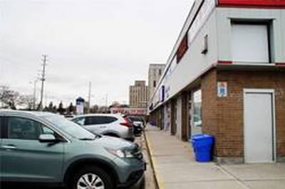Well Maintained Retail Mall Shopping Unit for Lease in Mississauga, ON