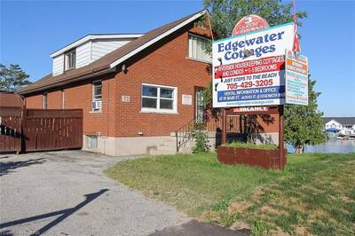 COMMERCIAL BUILDING FOR SALE IN WASAGA BEACH