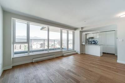 Beautiful Waterview Penthouse for Sale in Vancouver, BC