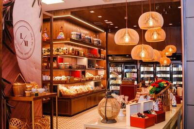 6 GIFT ITEM OUTLET STORES FOR SALE