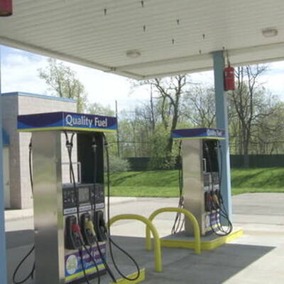 UNBRANDED GAS STATION WITH 4 BAYS FOR SALE